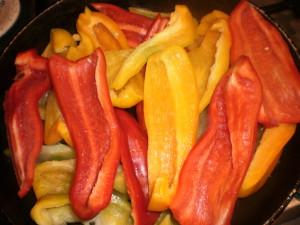 сладкий перец по-итальянский с каперсами и сухарями