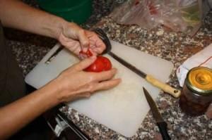 эскалоп в томатном соусе :очищаем помидоры от шкурки