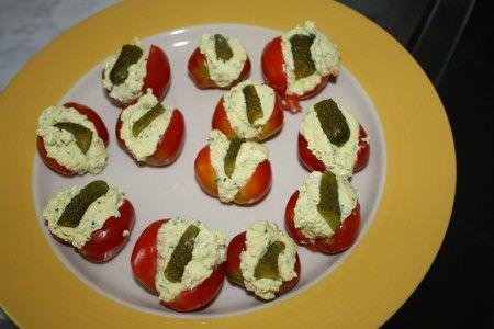 помидоры фаршированные с вареными яйцами
