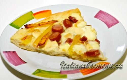 пицца с картошкой и сосисками-подаем