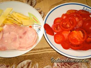помидоры,сыр и ветчина