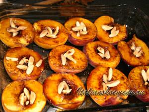персики с миндалем